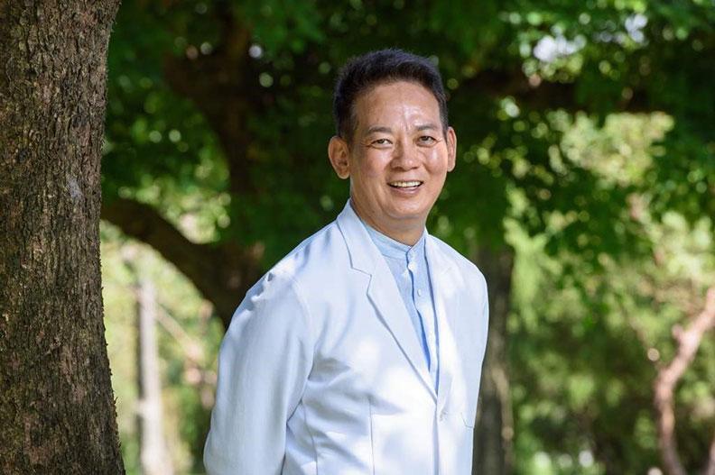 知名身心靈預防醫學專家,洛桑加參醫師 。時報出版提供