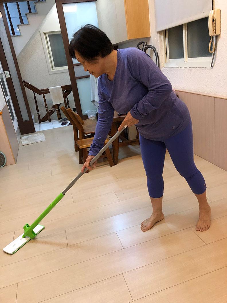 文獻證實,老人做家事不僅有運動的效果,還能預防失智症。作者柯俊銘提供