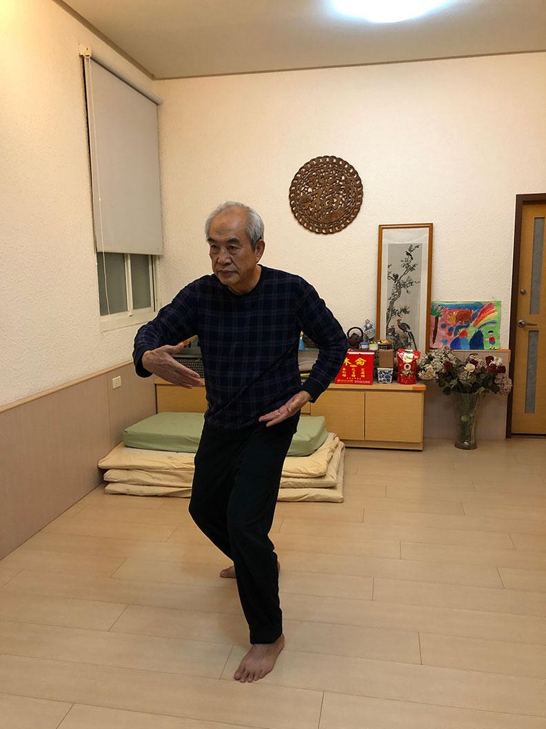 老人打太極拳對於提升免疫力、肌耐力、身體平衡力等都很有幫助。作者柯俊銘提供
