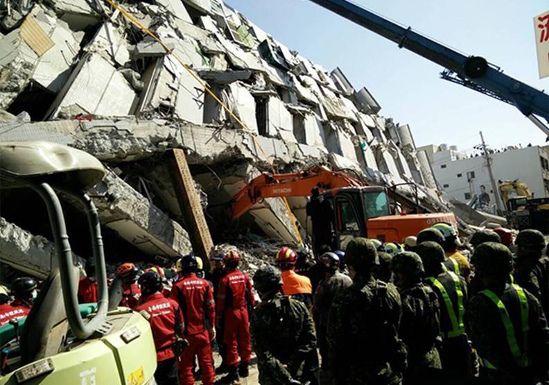 當市府團隊得知永康維冠大樓倒塌,心裡只想著第一時間去現場救人。