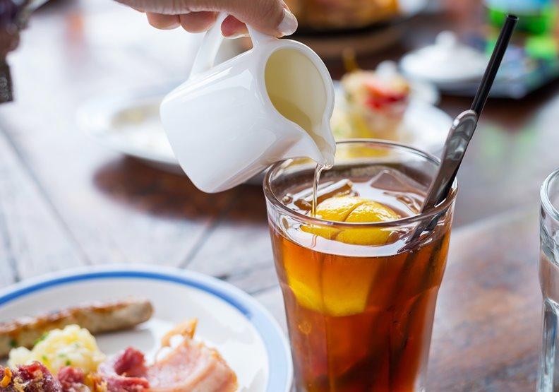 飯後別太快喝茶!一杯茶降低64%鐵吸收率,高量鈣也會抑制鐵的吸收