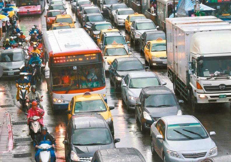 推廣大眾交通運輸沒用?去年汽機車掛牌數創9年新高