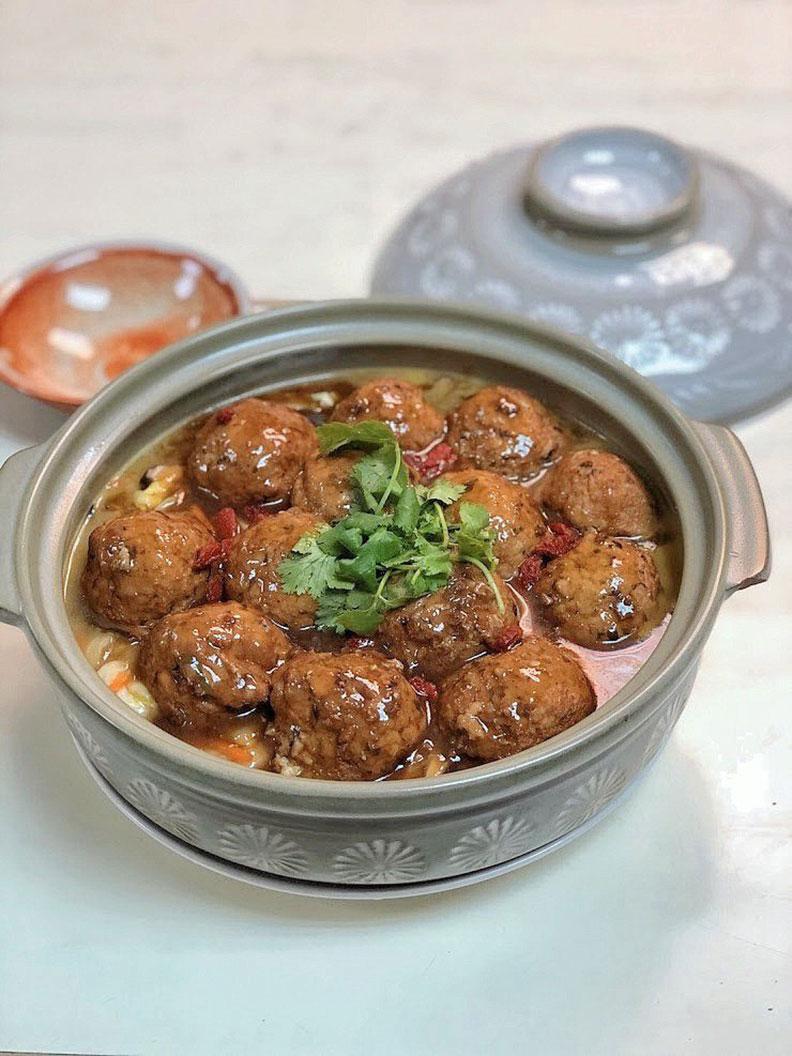 精燉獅頭敖白菜。聯安健康廚房提供