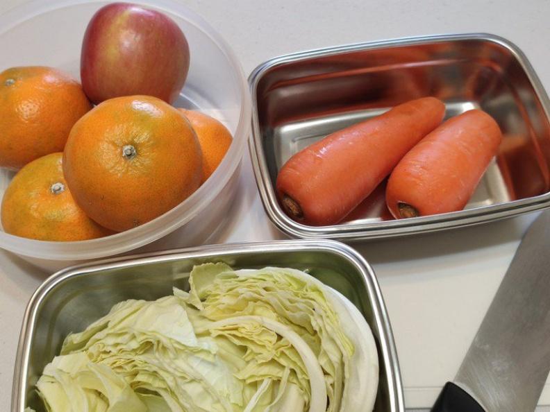 煮好的菜餚可以放涼後分裝保存、分次食用,避免多次加熱而流失營養。台中慈濟醫院提供