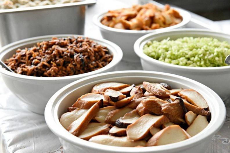 營養師教三招準備年菜的方法,能讓冰箱瘦身,又能輕鬆吃的健康過春節。台中慈濟醫院提供