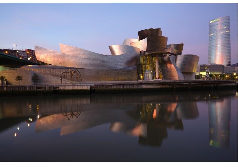 西班牙畢爾包的古根漢美術館,圖片來自維基百科。