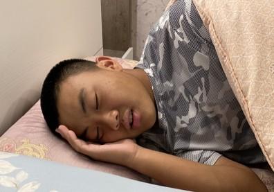 青少年常睡眠不足!加拿大研究:小心憂鬱症易纏身