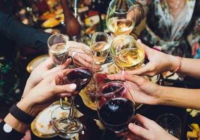 喝酒臉紅的人每天2杯紅酒,罹食道癌機率多50倍!愛喝熱湯也要注意