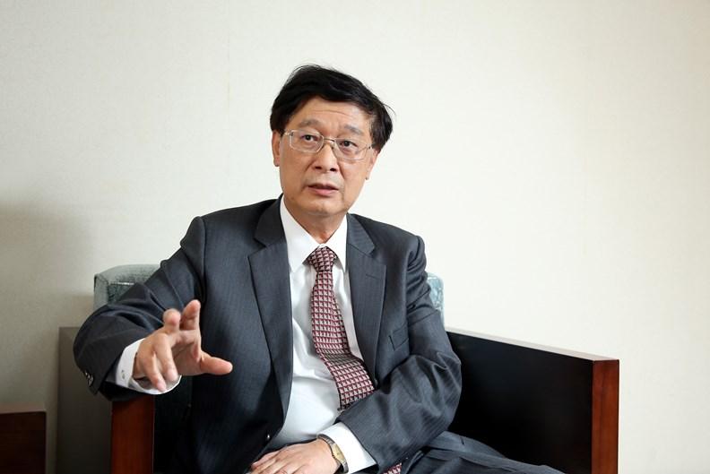 負責規劃數位發展部的行政院政務委員郭耀煌。