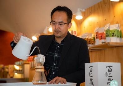 泡茶還要研究力學太難了!手沖掛耳包+茶葉切成顆粒,東茶西泡賣翻天