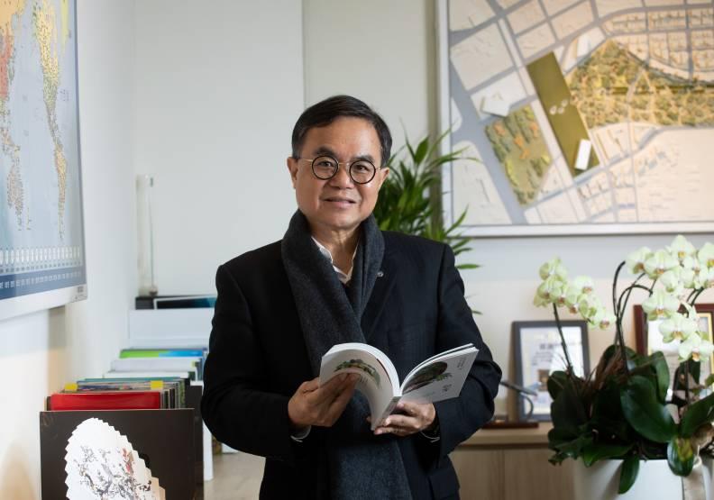 宜蘭中漂台中30年的都發局長黃文彬。