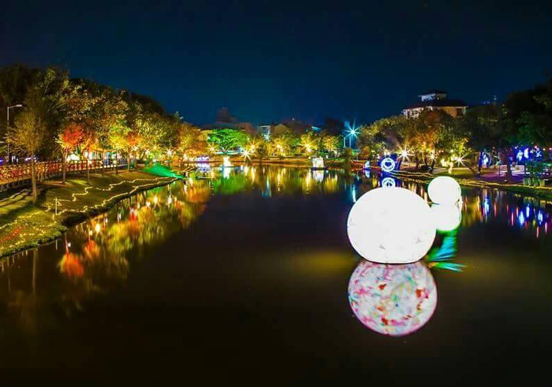 月津港燈節遠景,作者提供。