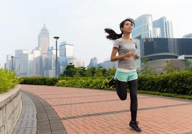 ㄍ字型「超慢跑」也有效!專家建議五大熱身招式,冬天、室內都不受限