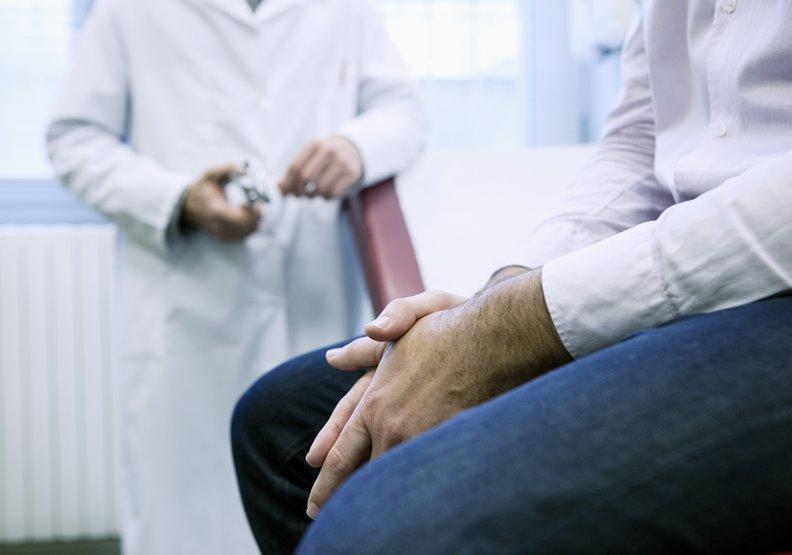 男性癌症第五位,近20年大增三倍!70歲男以為骨刺復發,復健後才發現竟是攝護腺癌