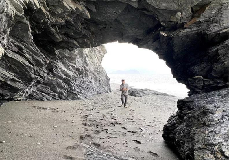宜蘭縣「南澳神秘沙灘」美景天然,在禁止兩年半後,終於宣布可以開放水域活動了。
