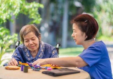 「老照護老」將成未來社會常態?揭露2021美國阿茲海默症的事實和數字