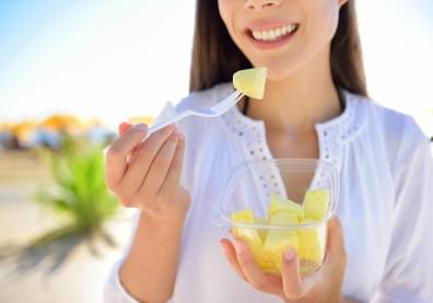 擔心吃鳳梨「刮舌」?了解科學原理,2技巧讓你放心大口吃