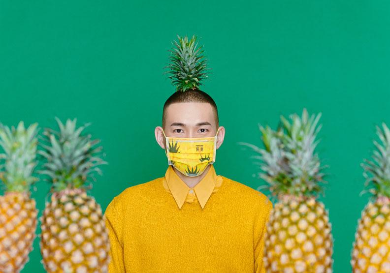 全台都在玩鳳梨!江孟芝操刀屏東水果口罩,防疫催生在地美學