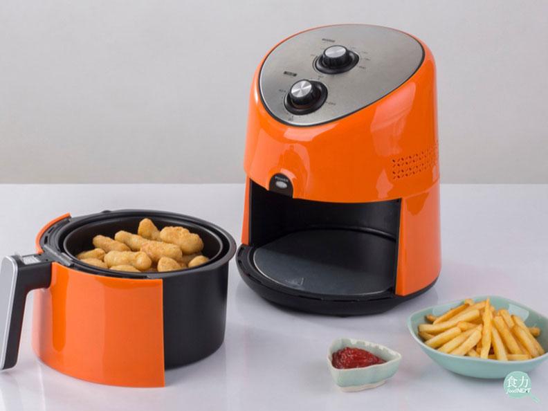 氣炸鍋主要原理為以熱氣循環來烹飪,仍有可能因高溫而產生丙烯醯胺。取自食力。