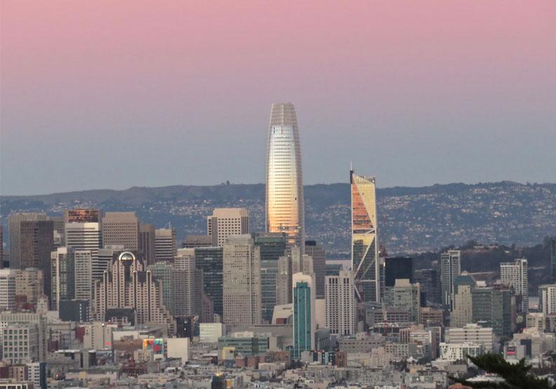 舊金山的最高地標「Salesforce塔」。Flickr by rulenumberone2