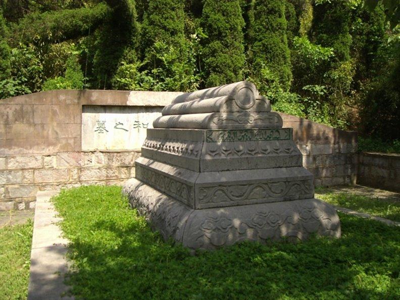 牛首山的鄭和墓。圖片來自維基百科