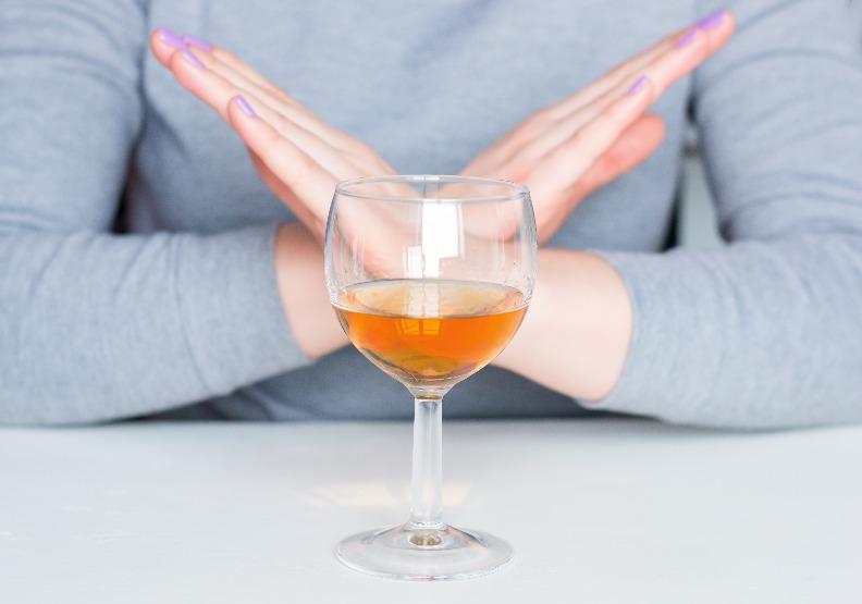 預防乳癌年輕就要注意!日本大型研究:女性停經前飲酒,罹患乳癌風險升高