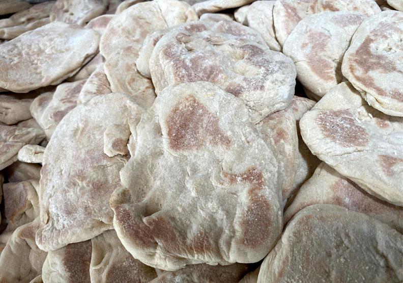 水潤餅呈現不規則形狀。
