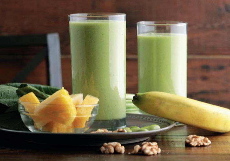 鳳梨單吃膩了嗎?加入香蕉、毛豆DIY燕麥綠拿鐵,運動後喝超加分