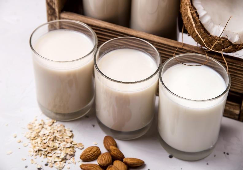 植物沒有奶,到底能不能稱植物「奶」?歐盟擬立法禁止相關行銷用語
