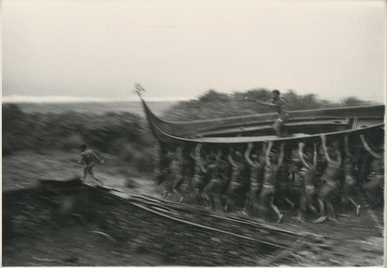 張才,〈雅美舟下水儀式系列5〉。國家攝影文化中心提供