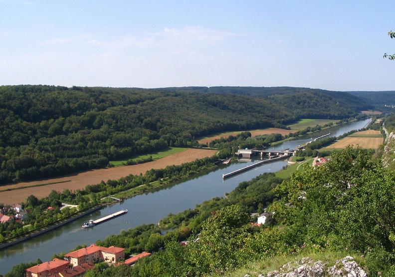 美因河-多瑙河運河。britannica.com
