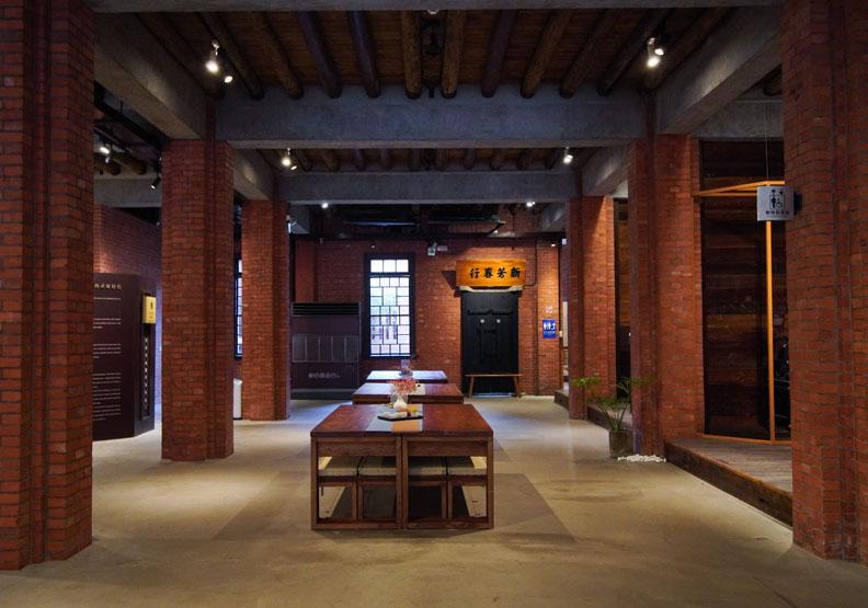 位在民生西路上的新芳春茶行,台北市文化局提供。