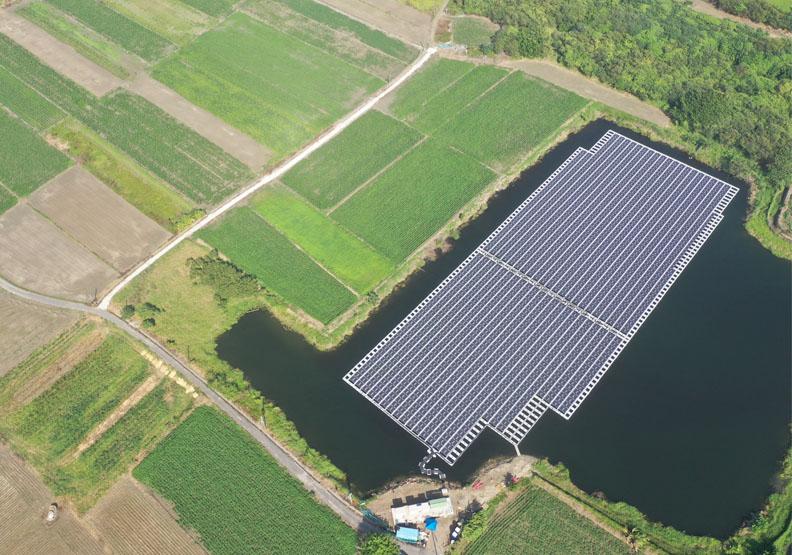 閒置埤塘再利用!台南首座民間水面型太陽光電場誕生