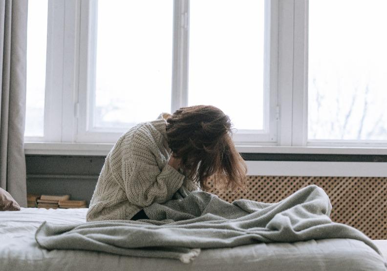 在這項研究的1500名阿茲海默症患者中,除了最常見的精神疾病,憂鬱和焦慮,還篩查了躁鬱症、創傷後壓力症候群和思覺失調症的病史。僅為情境配圖,取自Pexels。
