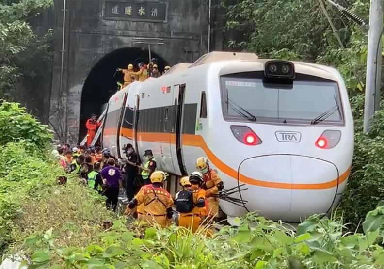 太魯閣號在清水隧道前的出軌意外,造成許多民眾心裡的陰影。圖片由行政院提供