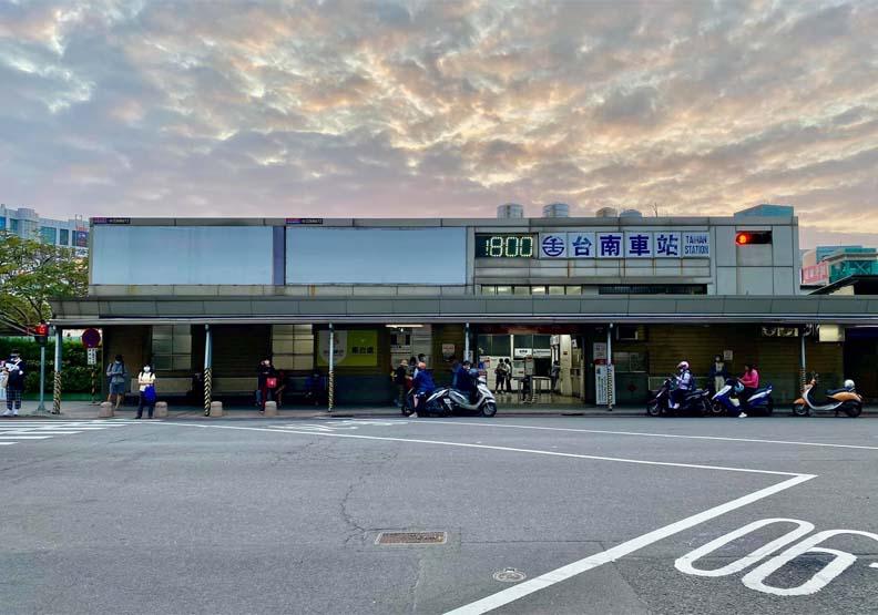 拍照要快!台南火車站新站啟用舊後站將拆 成大人滿滿不捨