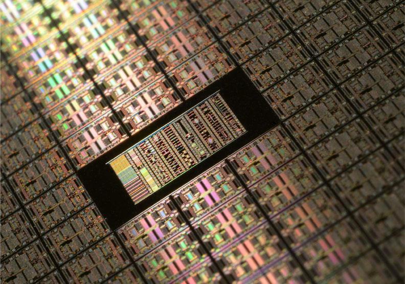 晶片短缺,價格上漲,也進一步推升了台幣幣值。圖片來自unsplash