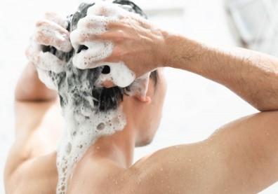 洗髮精加水稀釋洗頭不浪費?小心頭皮癢、掉髮危機找上你