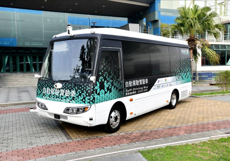 全台第一個開放道路自駕巴士!新竹高鐵自駕接駁車即將載客