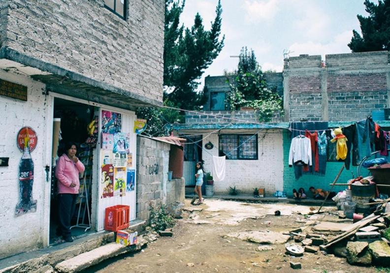 在墨西哥有超過一千萬人無法獲得供水服務,光是在墨西哥城就有 25 萬人過著缺乏水資源的生活。圖片取自Isla Urbana。