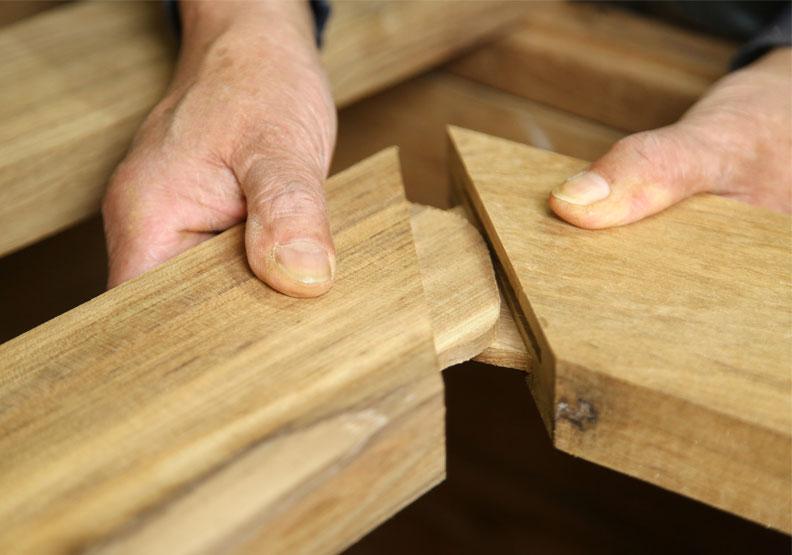 協大木器行的「實木榫接」。陳之俊攝。