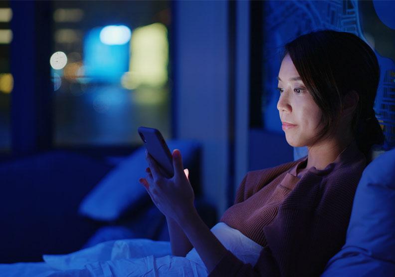 常熬夜、睡眠作息不規律?美研究:容易心情差,憂鬱症纏身風險高