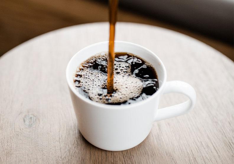 泡一杯咖啡,對很多人而言就代表一天的到來。圖片來自pexels