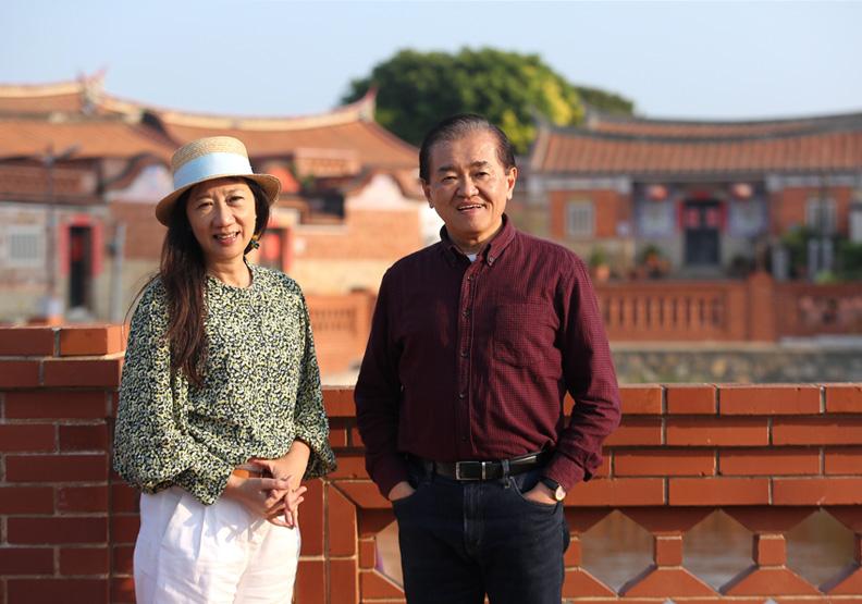 楊婉苓(左)投入金廈海運,並找來前駐史瓦帝尼大使、前華夏航科董事長趙麟(右)協助行銷初日號。張智傑攝。