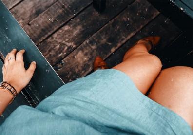 坐下腳開開是骨盆歪斜?圖解四運動收緊臀部,鍛鍊內收肌、雙腿更修長