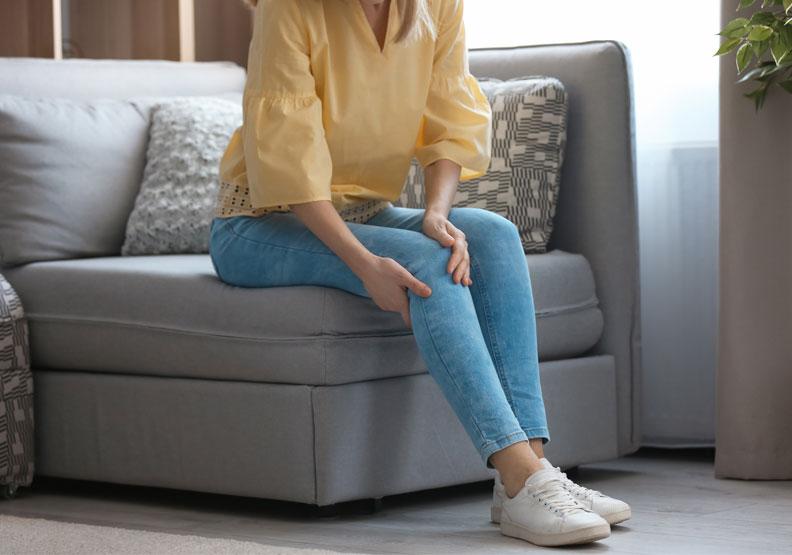 增加膝蓋穩定度要練臀中肌!每天10分鐘,舒緩下背痛、膝蓋痛