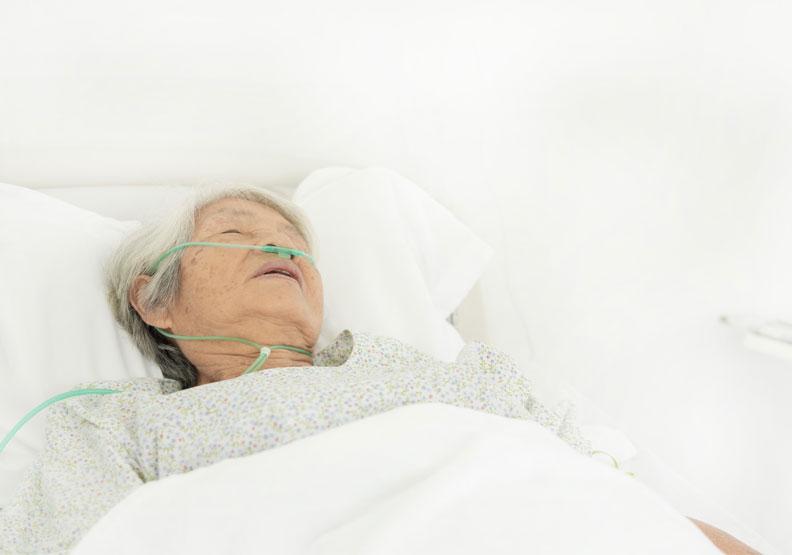 現代日本人的三大死因是癌症、心臟疾病與腦血管疾病。僅為情境配圖,取自shutterstock