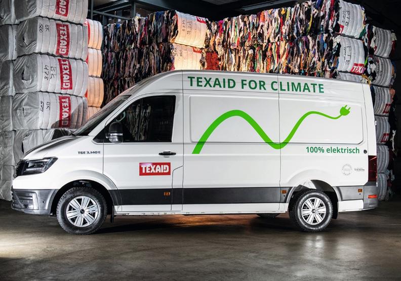 收送舊衣的車體標語:保護氣候、100%電動車。圖片取自Texaid。