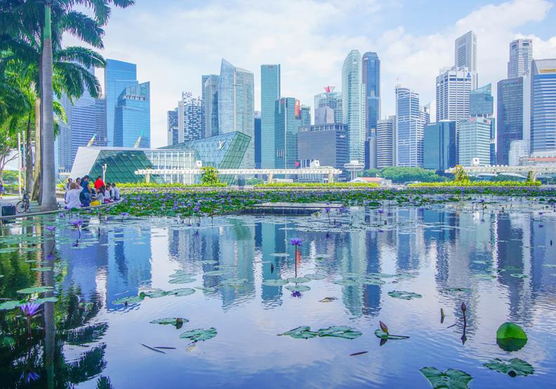 新加坡政府會依行情祭出房市降溫措施,Unsplash by Stephanie Yeh。