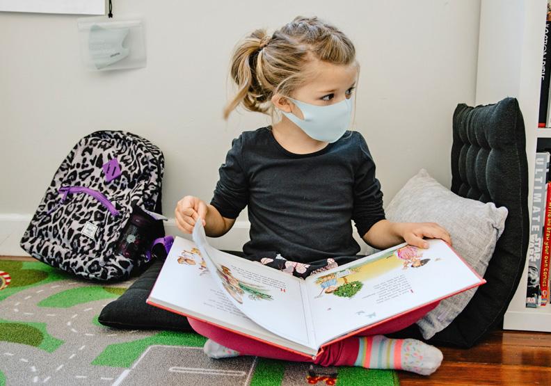 兒童口罩適合1歲以上的孩子,Unsplash by Kelly Sikkema。